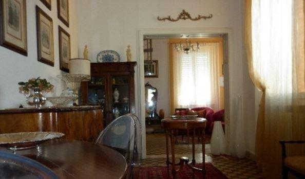 vendita appartamento carrara   250000 euro  8 locali  120 mq