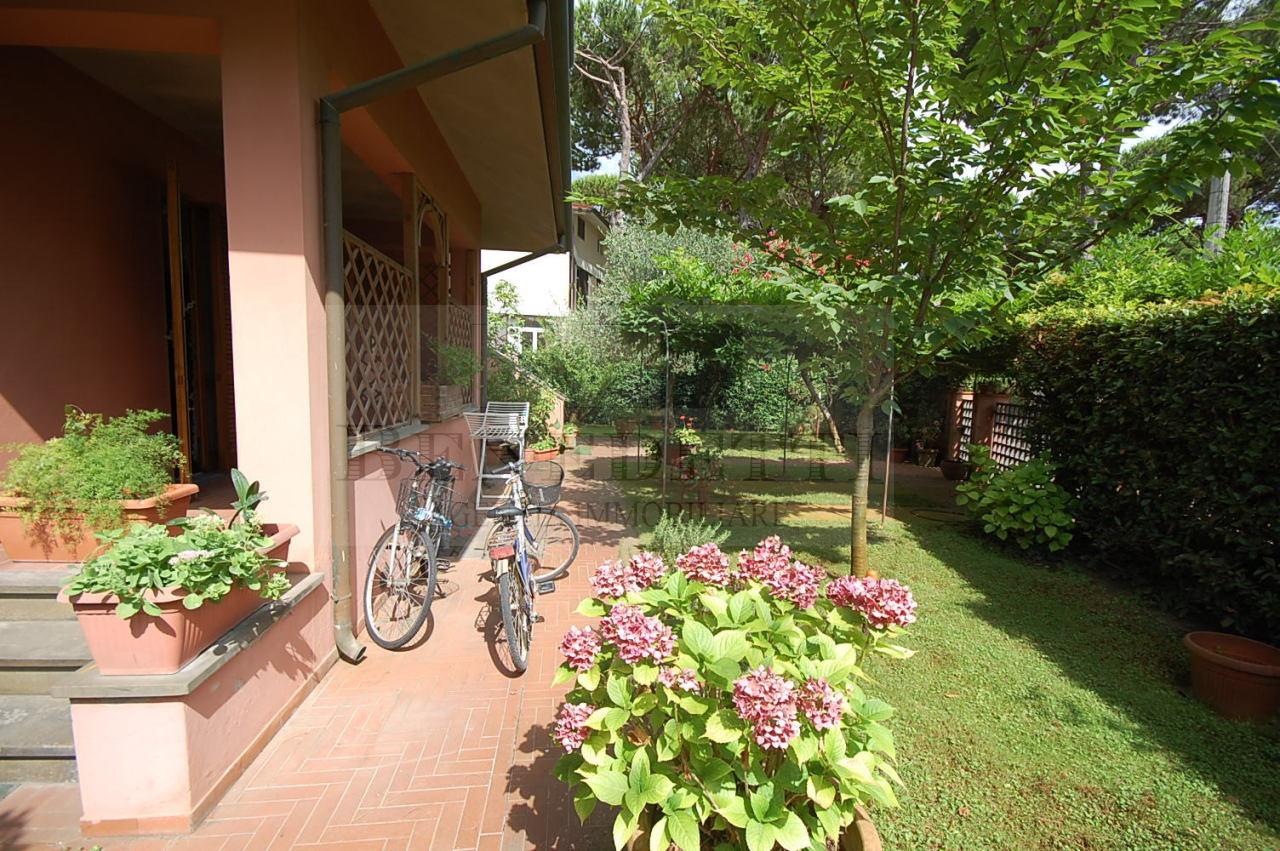 Appartamento in vendita a Pietrasanta, 6 locali, prezzo € 580.000 | Cambio Casa.it