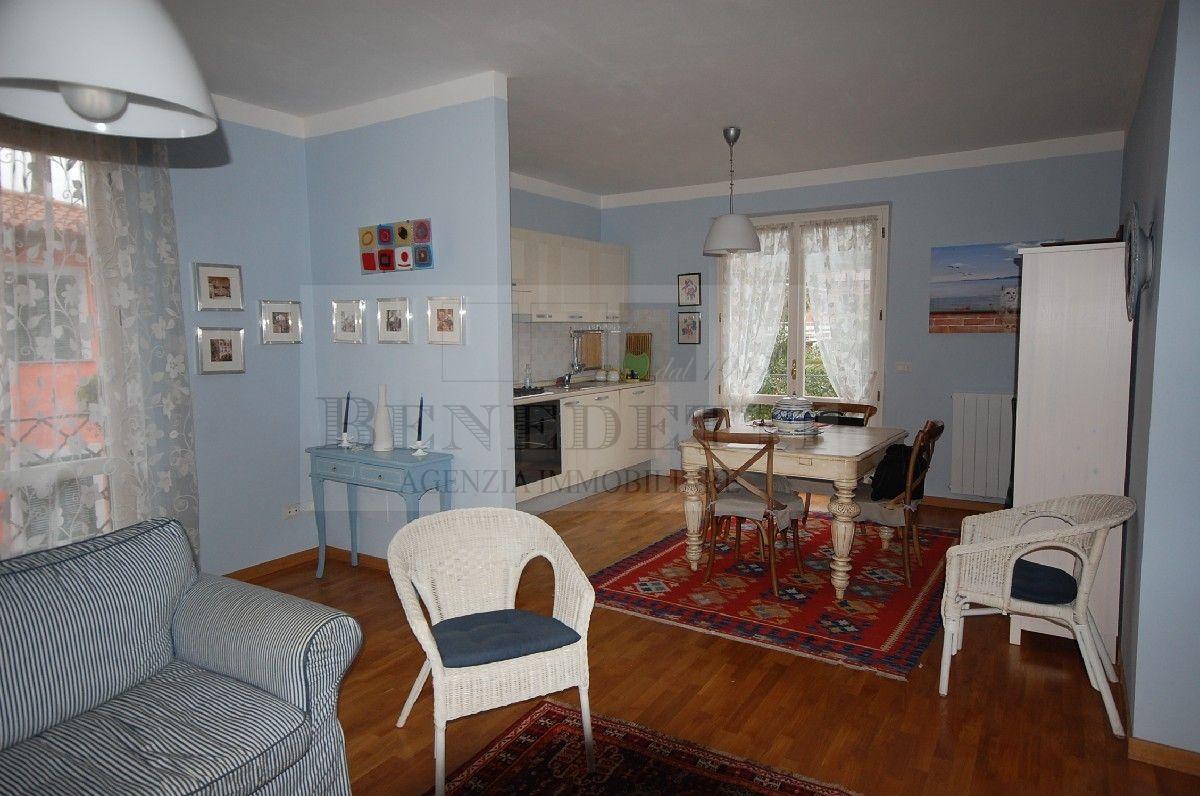 Appartamento in vendita a Pietrasanta, 5 locali, prezzo € 470.000 | Cambio Casa.it