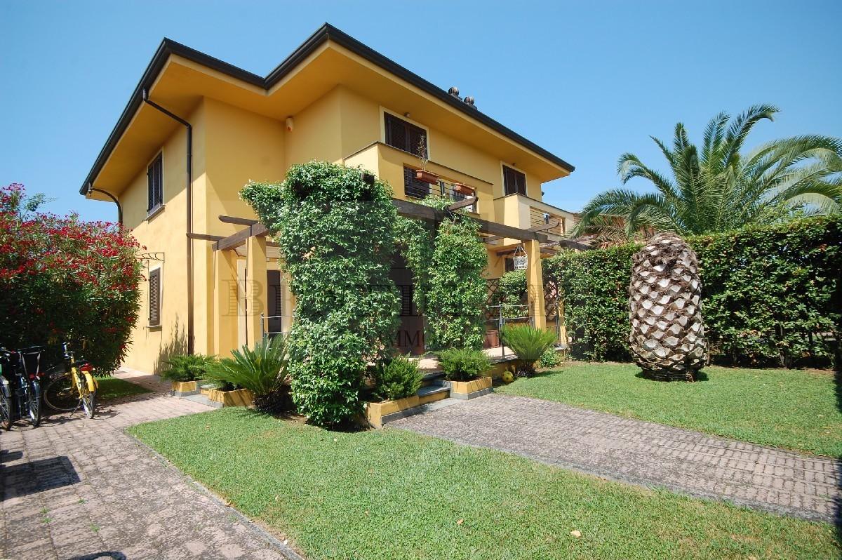 Soluzione Indipendente in vendita a Pietrasanta, 6 locali, prezzo € 690.000 | Cambio Casa.it