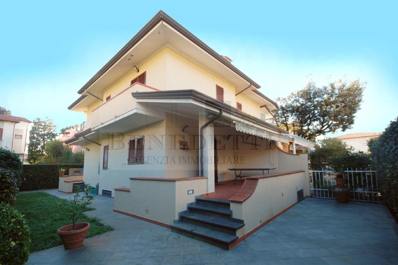 Villa in vendita a Pietrasanta, 7 locali, prezzo € 600.000 | Cambio Casa.it
