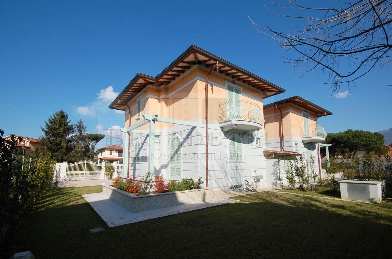 Villa in vendita a Pietrasanta, 9 locali, prezzo € 980.000 | Cambio Casa.it