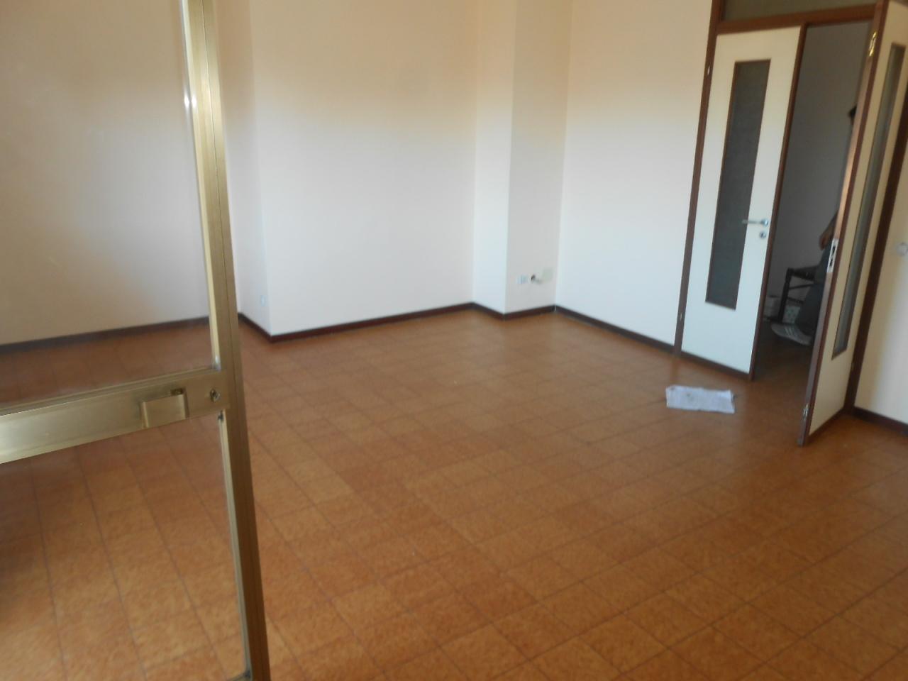 Appartamento in vendita a Lucca, 5 locali, prezzo € 145.000 | Cambio Casa.it