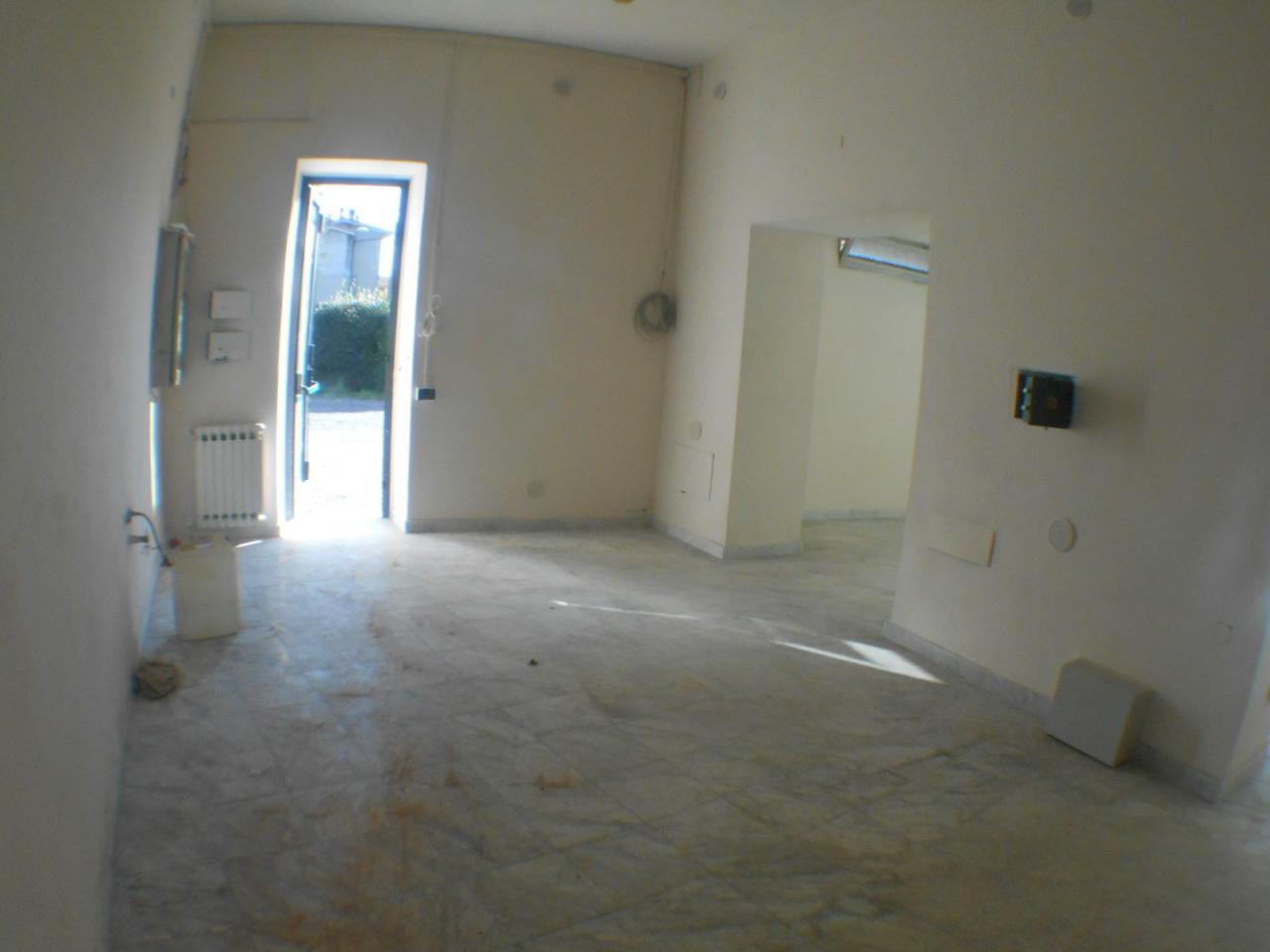 Capannone in affitto a Lucca, 2 locali, prezzo € 850 | Cambio Casa.it