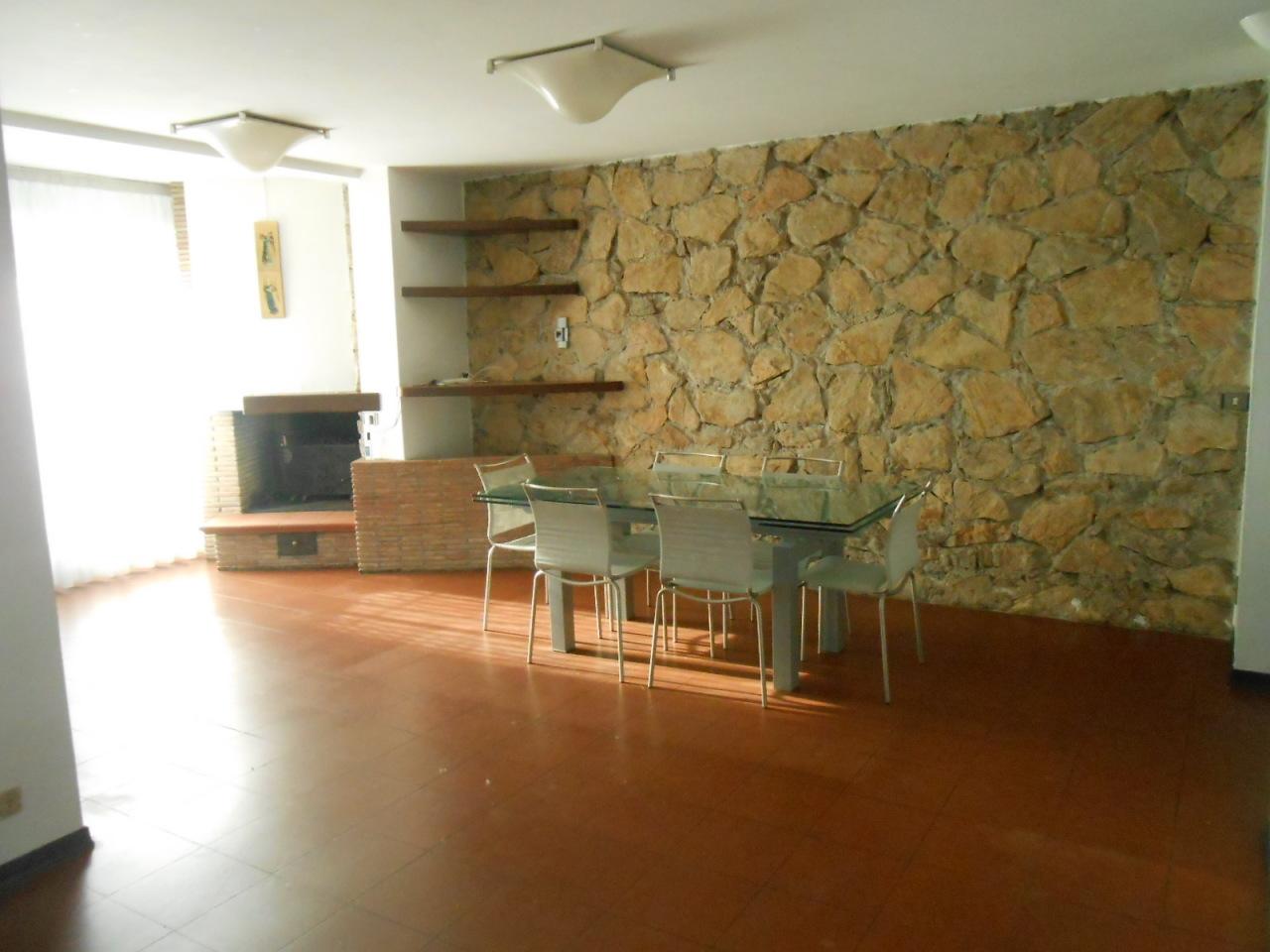 Villa in affitto a Lucca, 8 locali, prezzo € 1.700 | CambioCasa.it