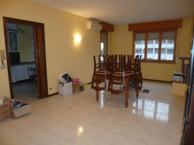 Appartamento in affitto a Jesi, 6 locali, prezzo € 600 | Cambio Casa.it