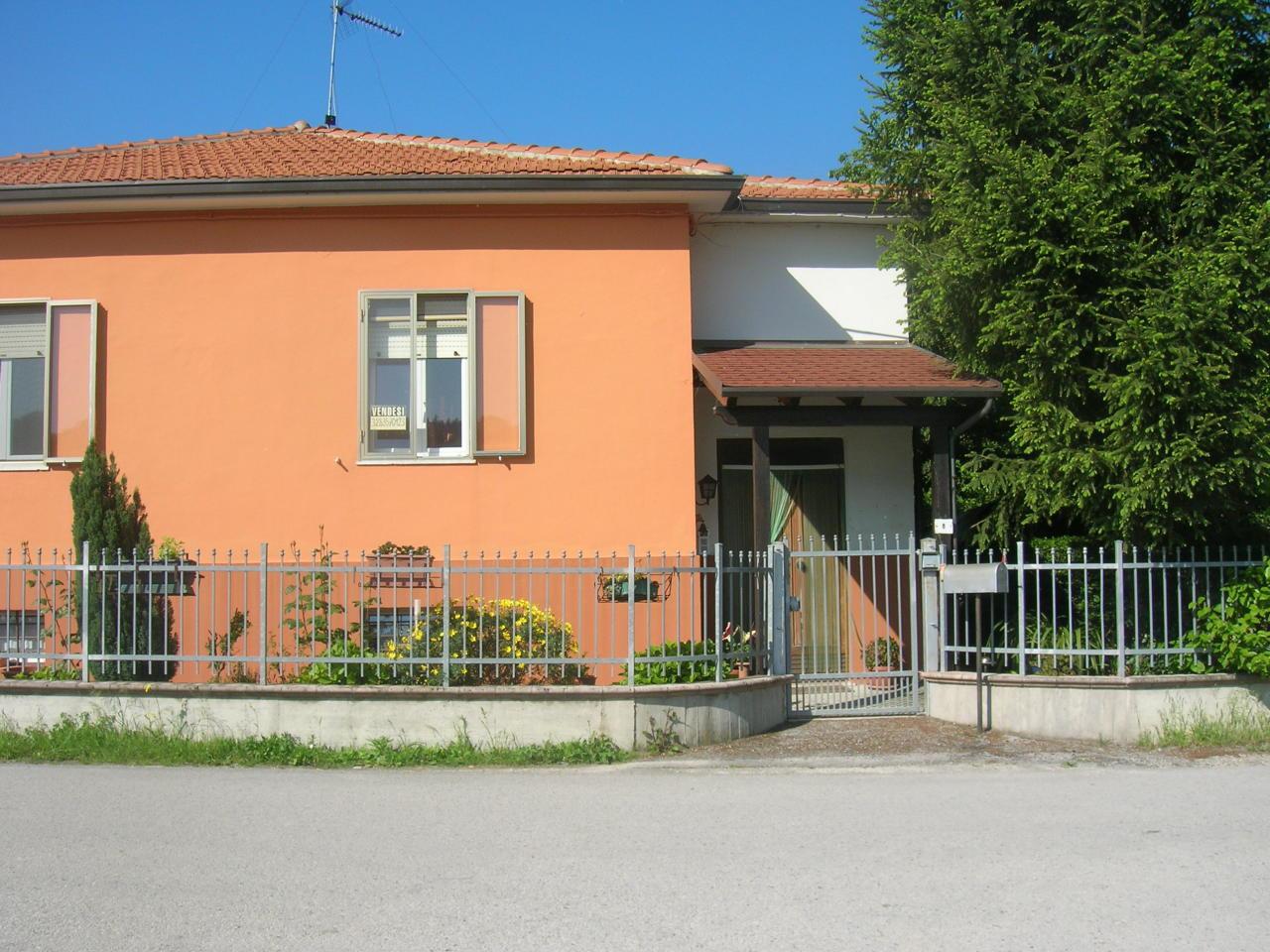 Soluzione Indipendente in vendita a Jesi, 6 locali, prezzo € 185.000 | Cambio Casa.it