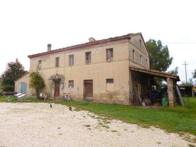 Rustico / Casale in vendita a Jesi, 10 locali, Trattative riservate | Cambio Casa.it