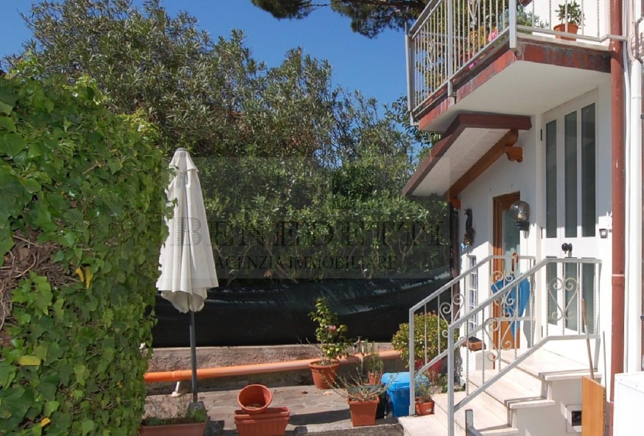 Appartamento in vendita a Pietrasanta, 4 locali, prezzo € 340.000 | Cambio Casa.it
