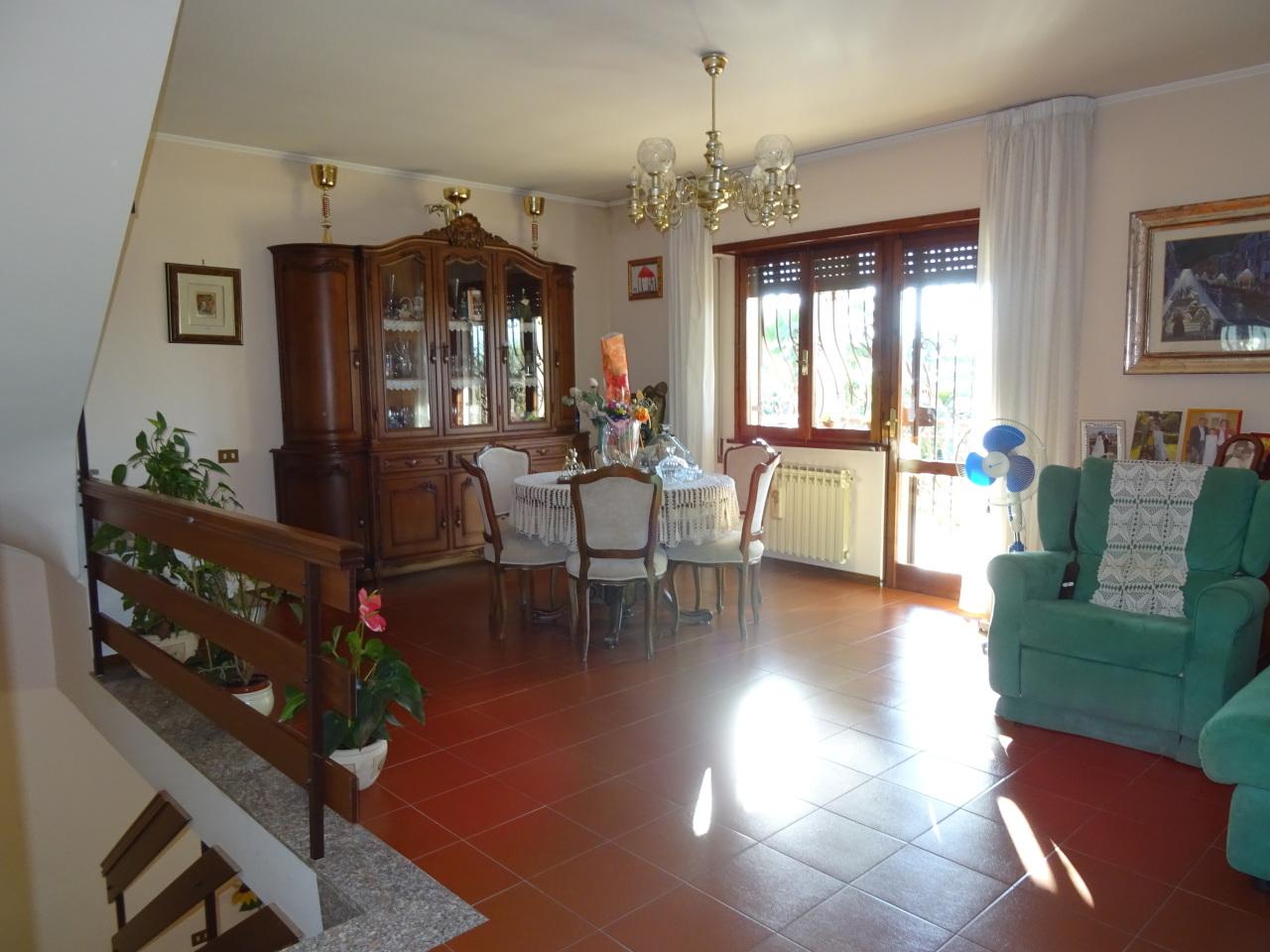 Soluzione Indipendente in vendita a Frascati, 11 locali, prezzo € 520.000 | Cambio Casa.it