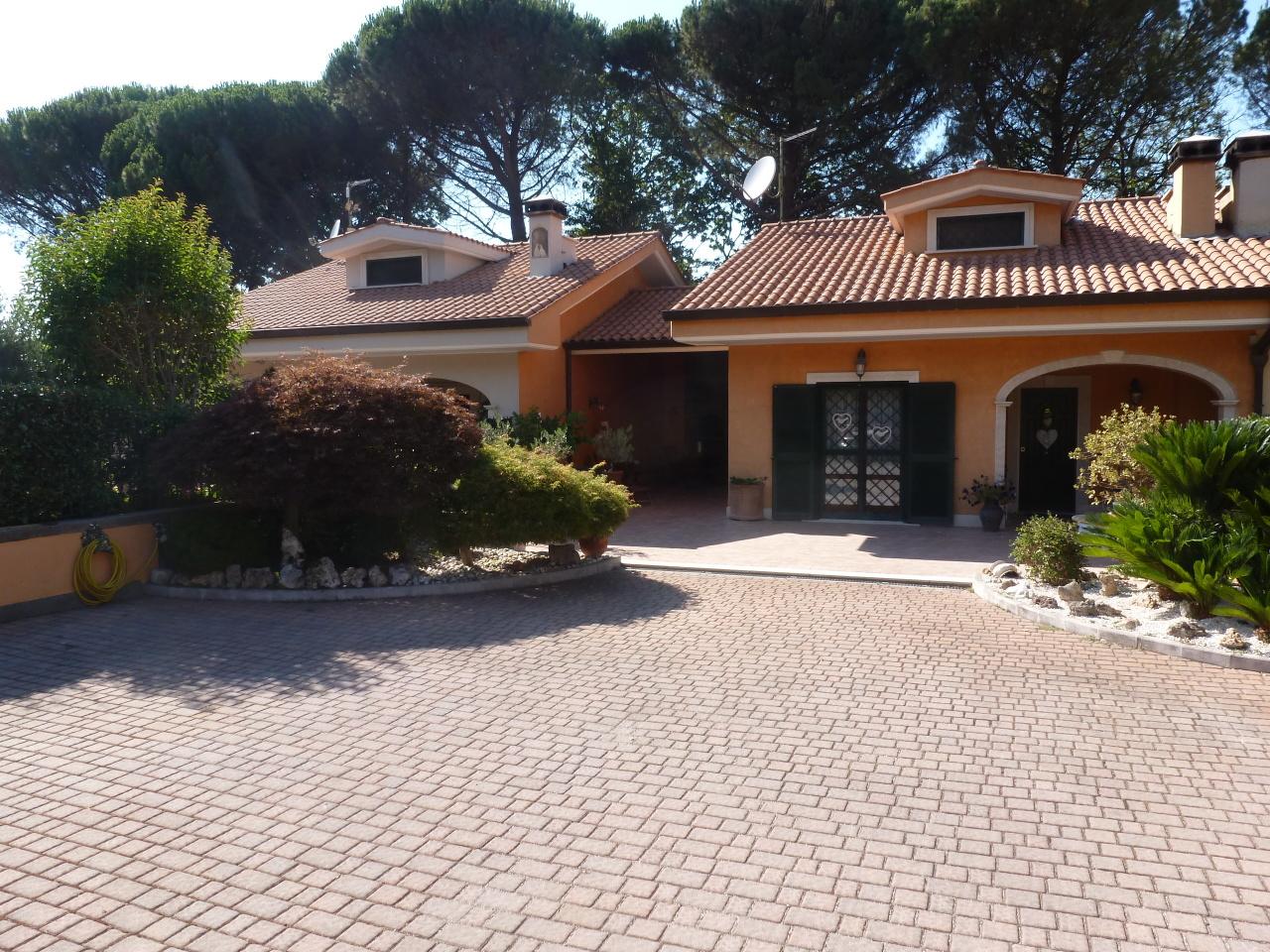 Soluzione Indipendente in vendita a Rocca di Papa, 7 locali, prezzo € 529.000 | CambioCasa.it