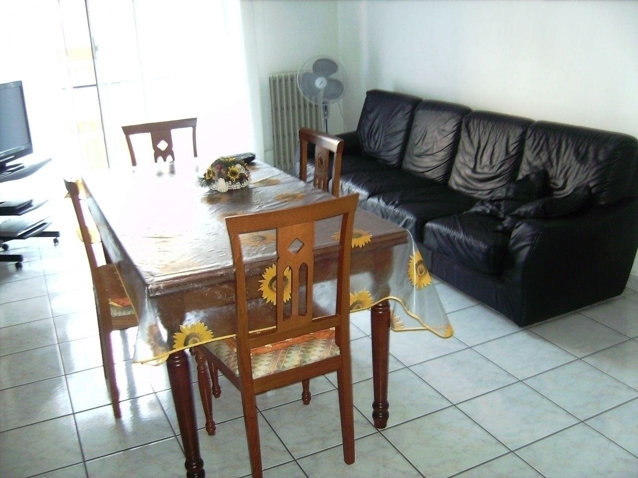 Appartamento in vendita a Jesi, 6 locali, prezzo € 190.000 | Cambio Casa.it