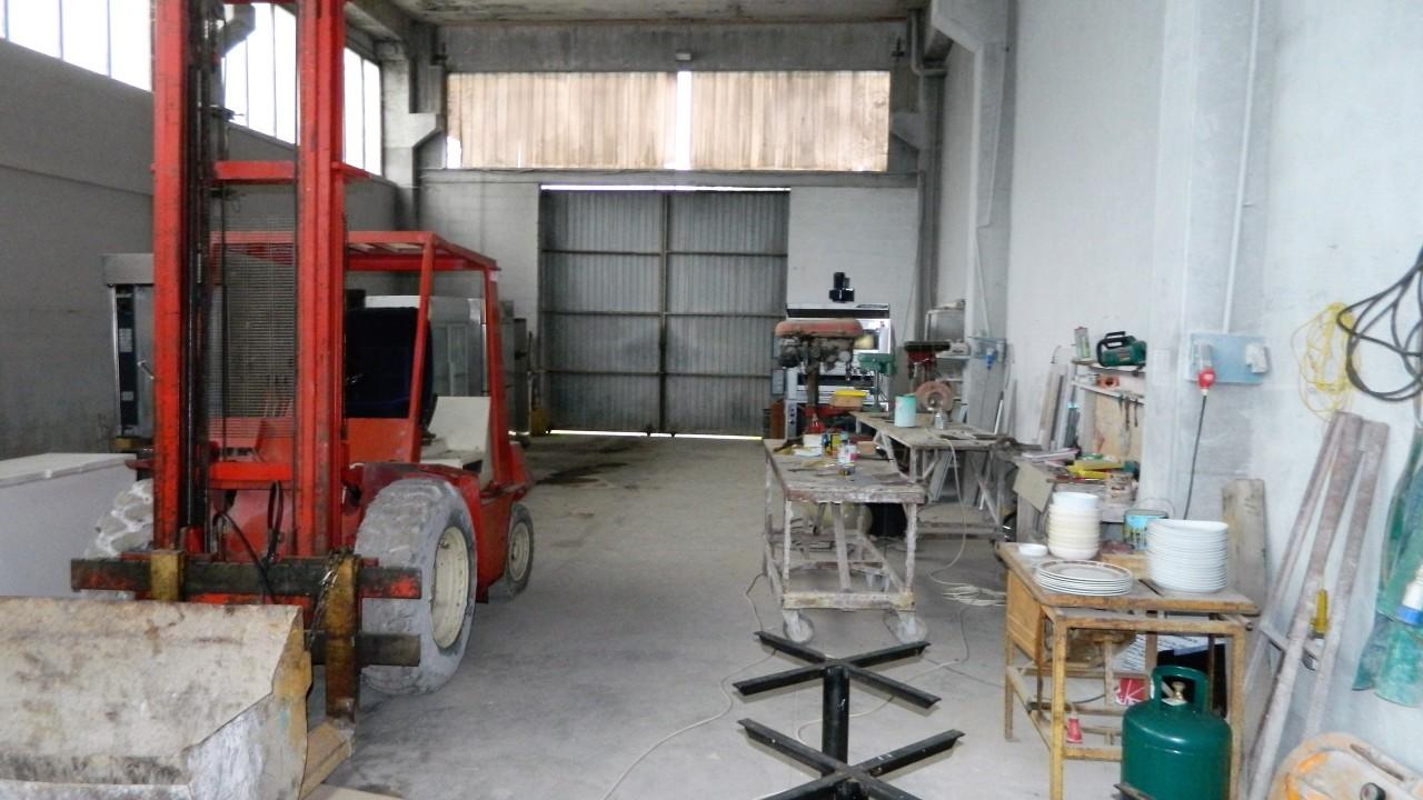 Capannone industriale in affitto commerciale a Riccò del Golfo di Spezia (SP)