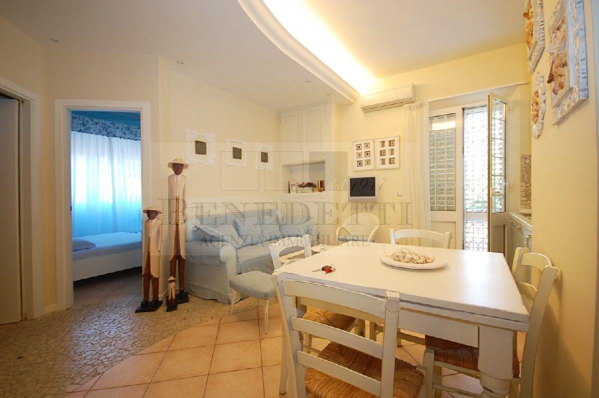 Appartamento in vendita a Pietrasanta, 3 locali, prezzo € 400.000 | Cambio Casa.it