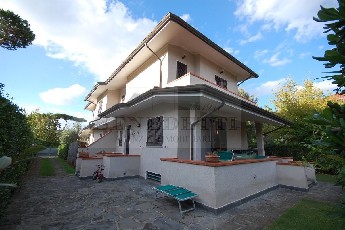 Soluzione Indipendente in vendita a Pietrasanta, 7 locali, prezzo € 590.000 | Cambio Casa.it