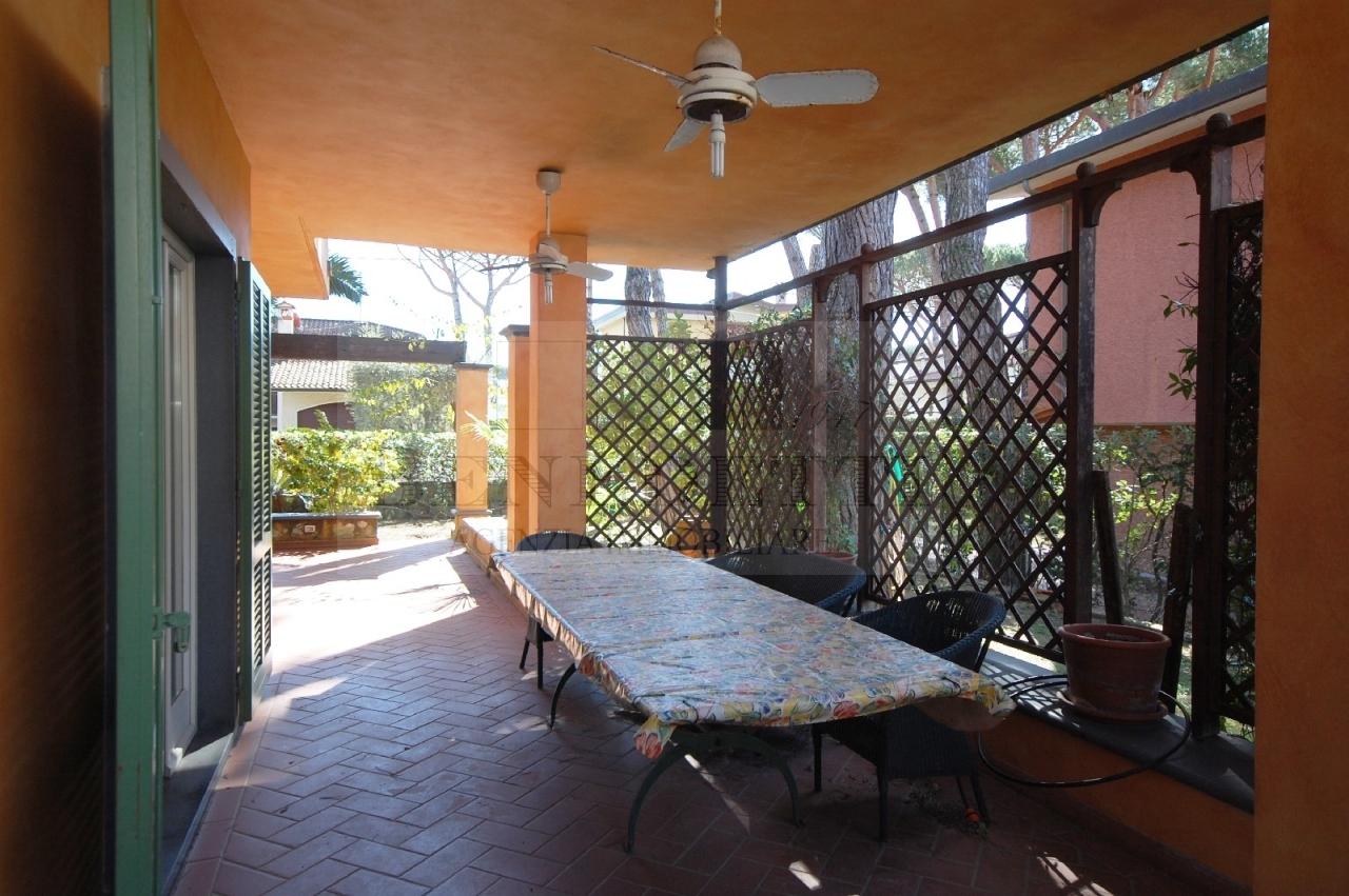 Villa in vendita a Pietrasanta, 8 locali, prezzo € 1.350.000 | Cambio Casa.it