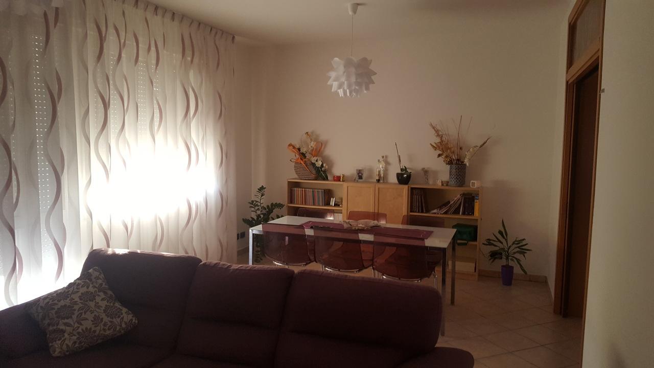 Appartamento in vendita a Polesella, 5 locali, prezzo € 100.000 | CambioCasa.it