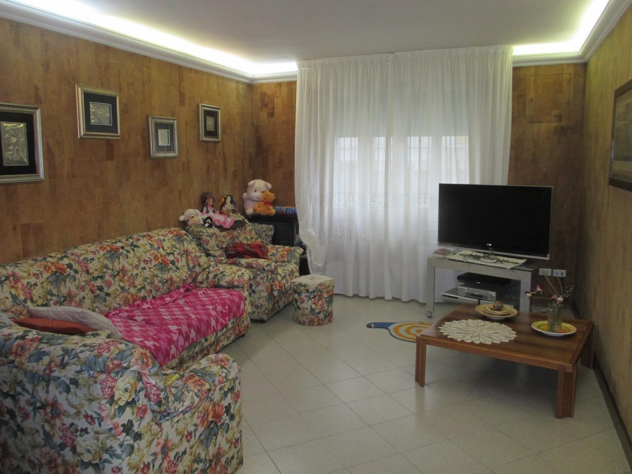 Soluzione Indipendente in vendita a Costa di Rovigo, 10 locali, prezzo € 90.000 | CambioCasa.it