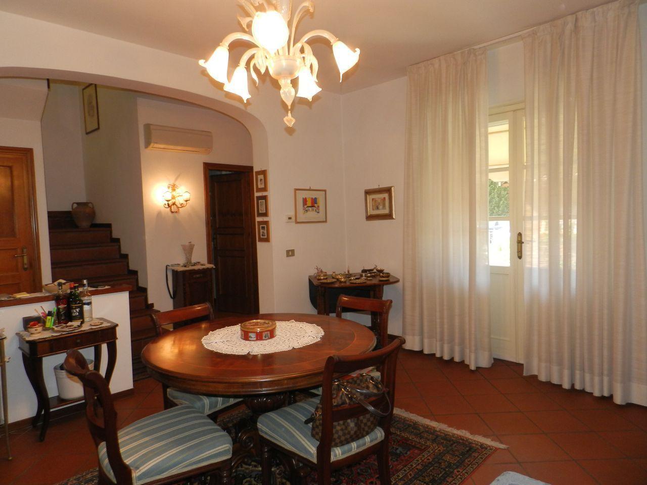 Villa a Schiera in vendita a Lucca, 7 locali, prezzo € 205.000 | Cambio Casa.it