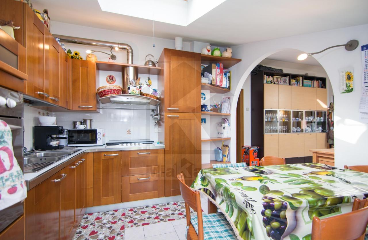 Appartamento in vendita a Uboldo, 3 locali, prezzo € 140.000 | Cambio Casa.it