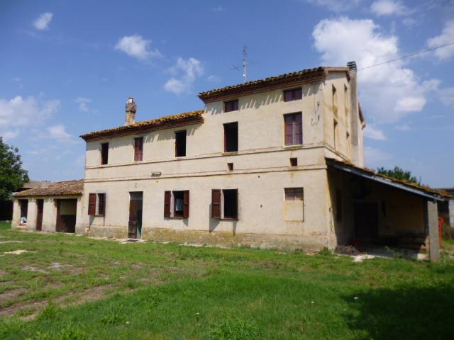 Rustico / Casale in vendita a Jesi, 7 locali, Trattative riservate | Cambio Casa.it