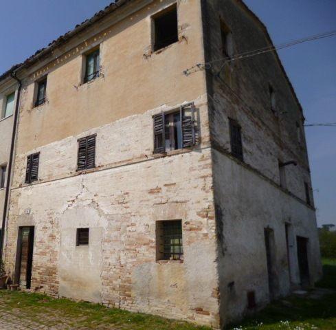 Rustico / Casale in vendita a Jesi, 10 locali, prezzo € 110.000 | Cambio Casa.it