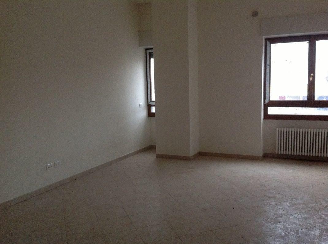 Bilocale Livorno Viale Ippolito Nievo 3