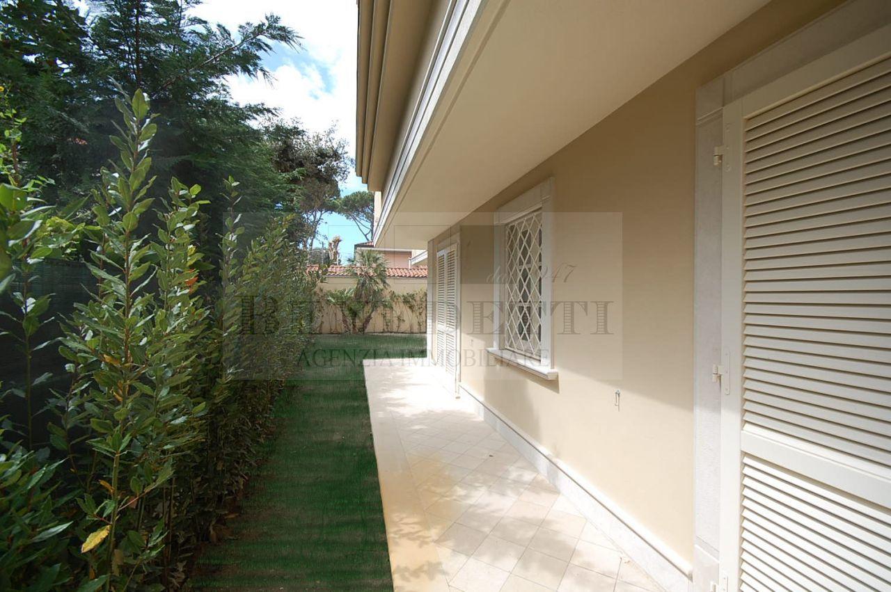Appartamento in vendita a Pietrasanta, 7 locali, prezzo € 1.200.000 | Cambio Casa.it