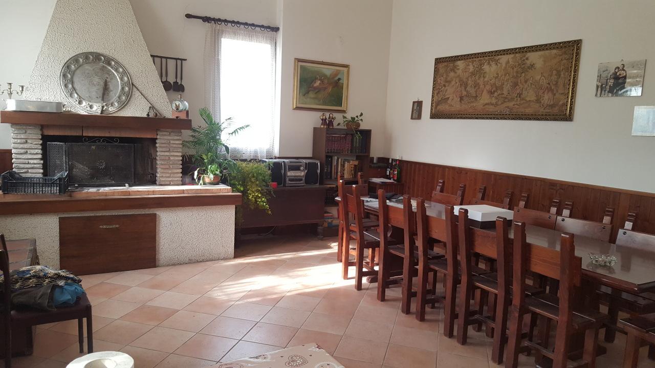 Soluzione Indipendente in vendita a Pontecchio Polesine, 10 locali, prezzo € 170.000 | CambioCasa.it
