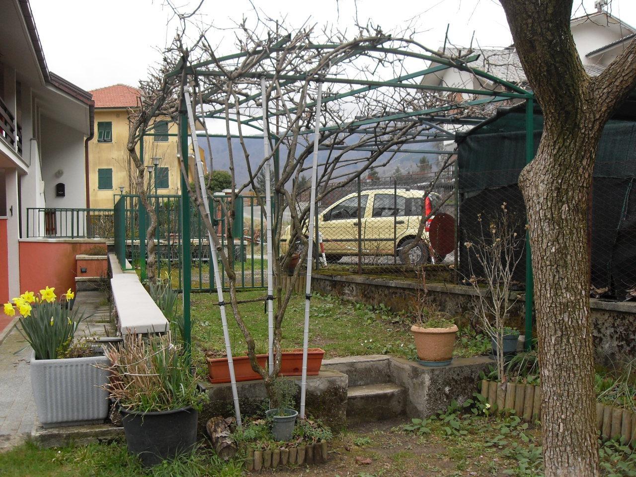 Appartamento in vendita a Borzonasca, 5 locali, prezzo € 50.000 | CambioCasa.it