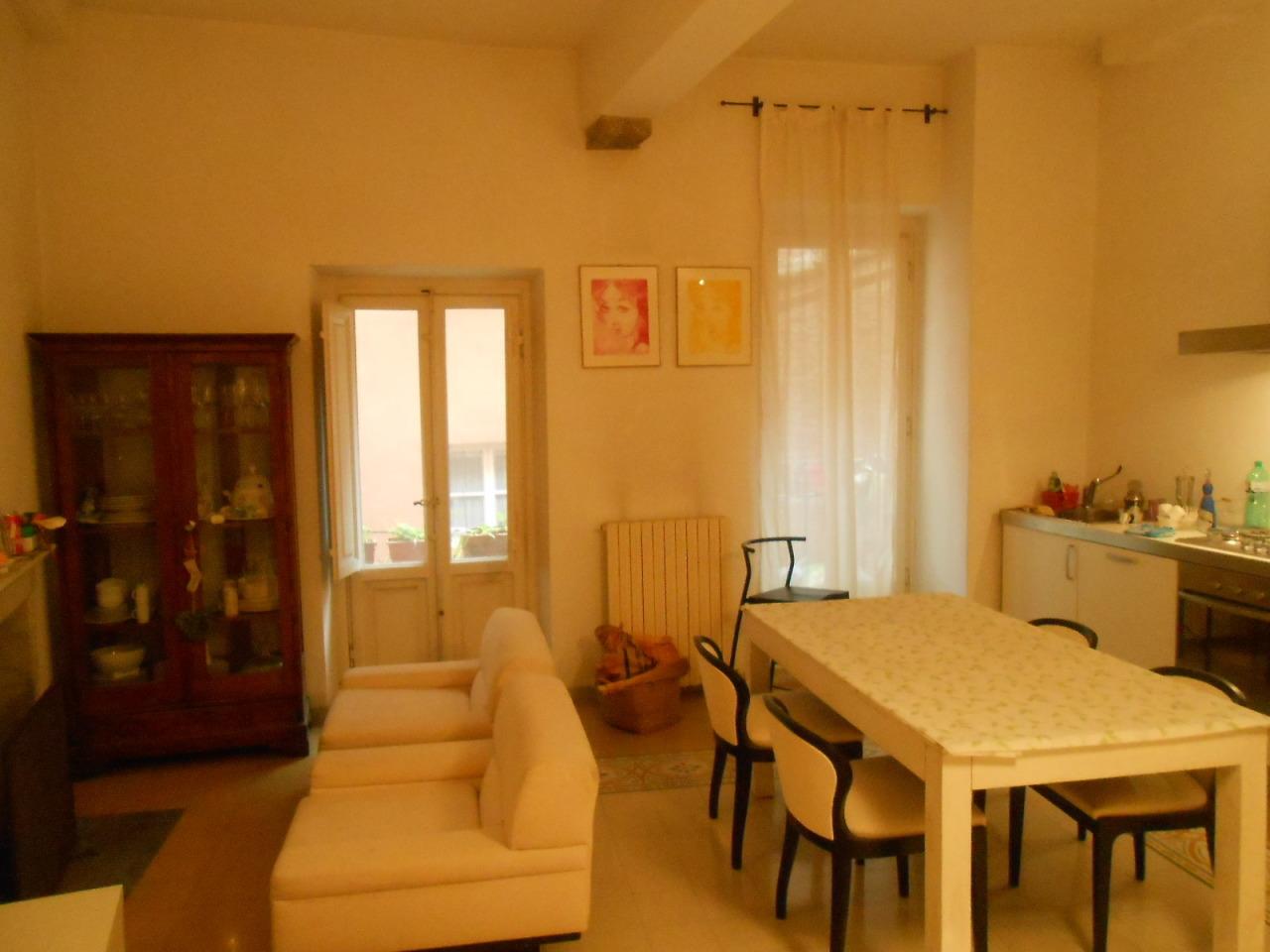 Appartamento in vendita a Lucca, 4 locali, prezzo € 360.000 | Cambio Casa.it