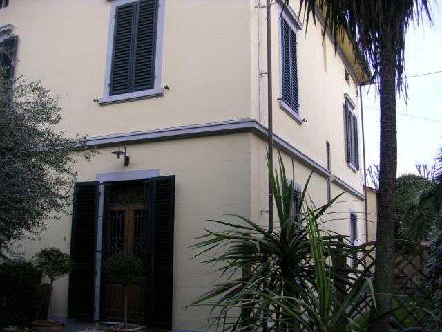 Soluzione Indipendente in affitto a Lucca, 6 locali, prezzo € 950 | Cambio Casa.it