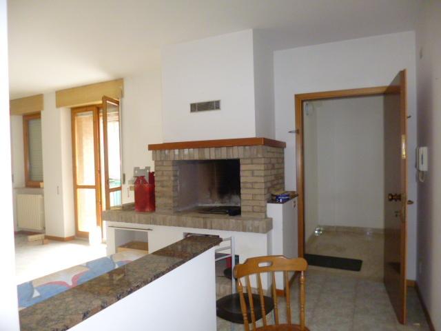 Appartamento in vendita a Monsano, 5 locali, prezzo € 150.000 | Cambio Casa.it