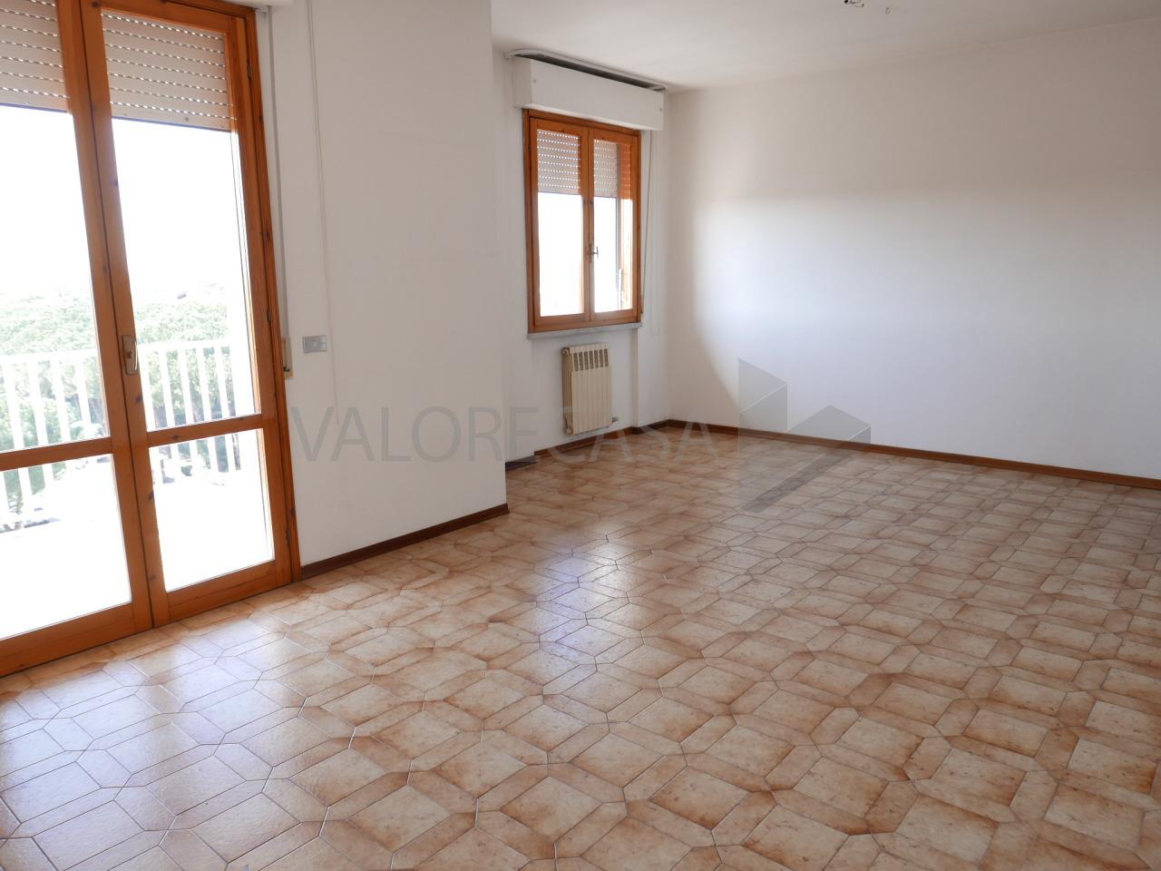Appartamento in vendita a Carrara, 4 locali, prezzo € 190.000   Cambio Casa.it
