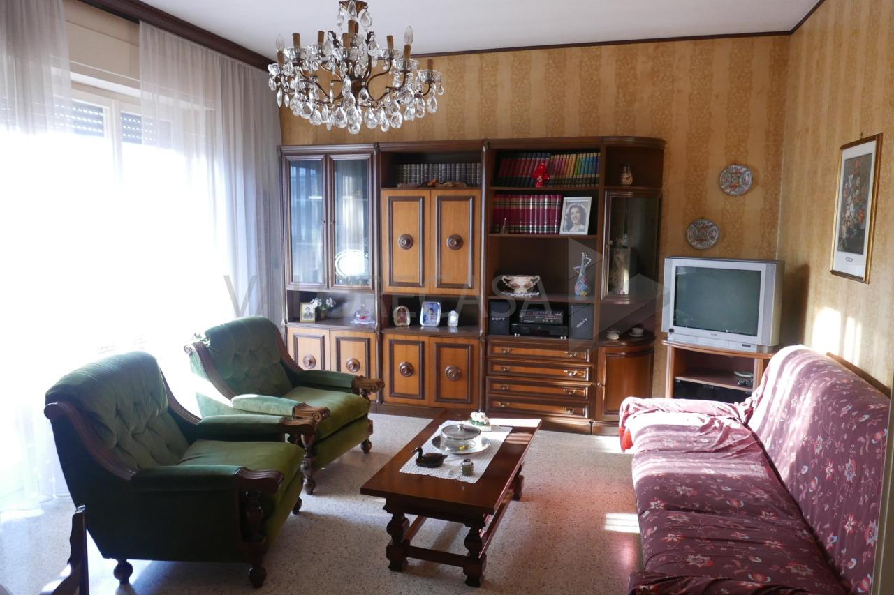 Appartamento in vendita a Carrara, 5 locali, prezzo € 248.000   CambioCasa.it