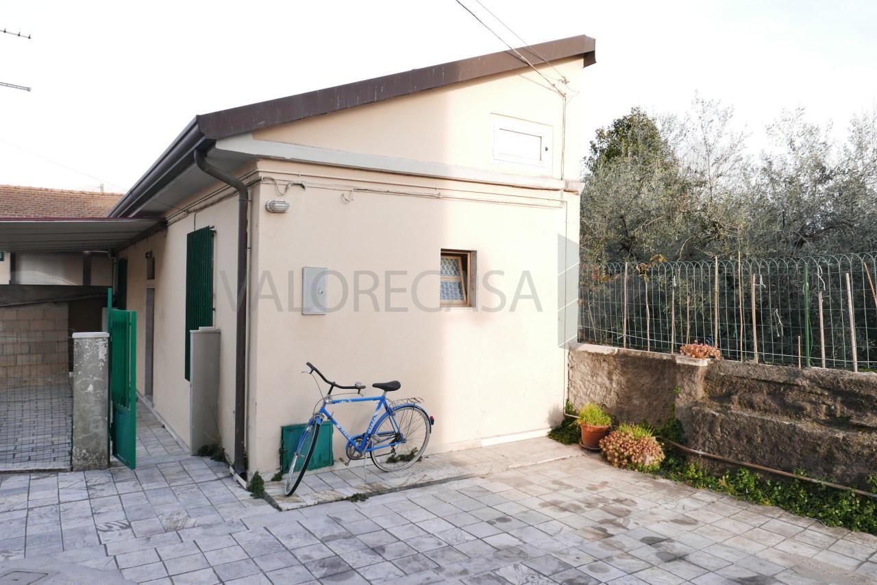 Soluzione Indipendente in vendita a Carrara, 3 locali, prezzo € 105.000 | Cambio Casa.it