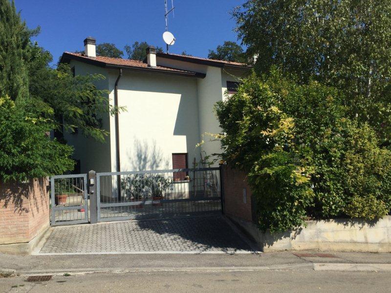 Villa in vendita a Medesano, 6 locali, prezzo € 320.000 | CambioCasa.it