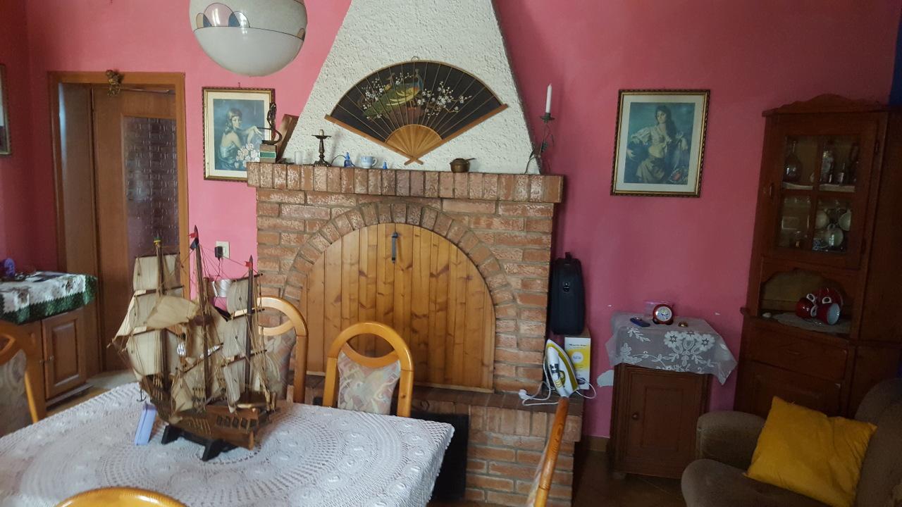 Soluzione Indipendente in vendita a Guarda Veneta, 6 locali, prezzo € 50.000   CambioCasa.it