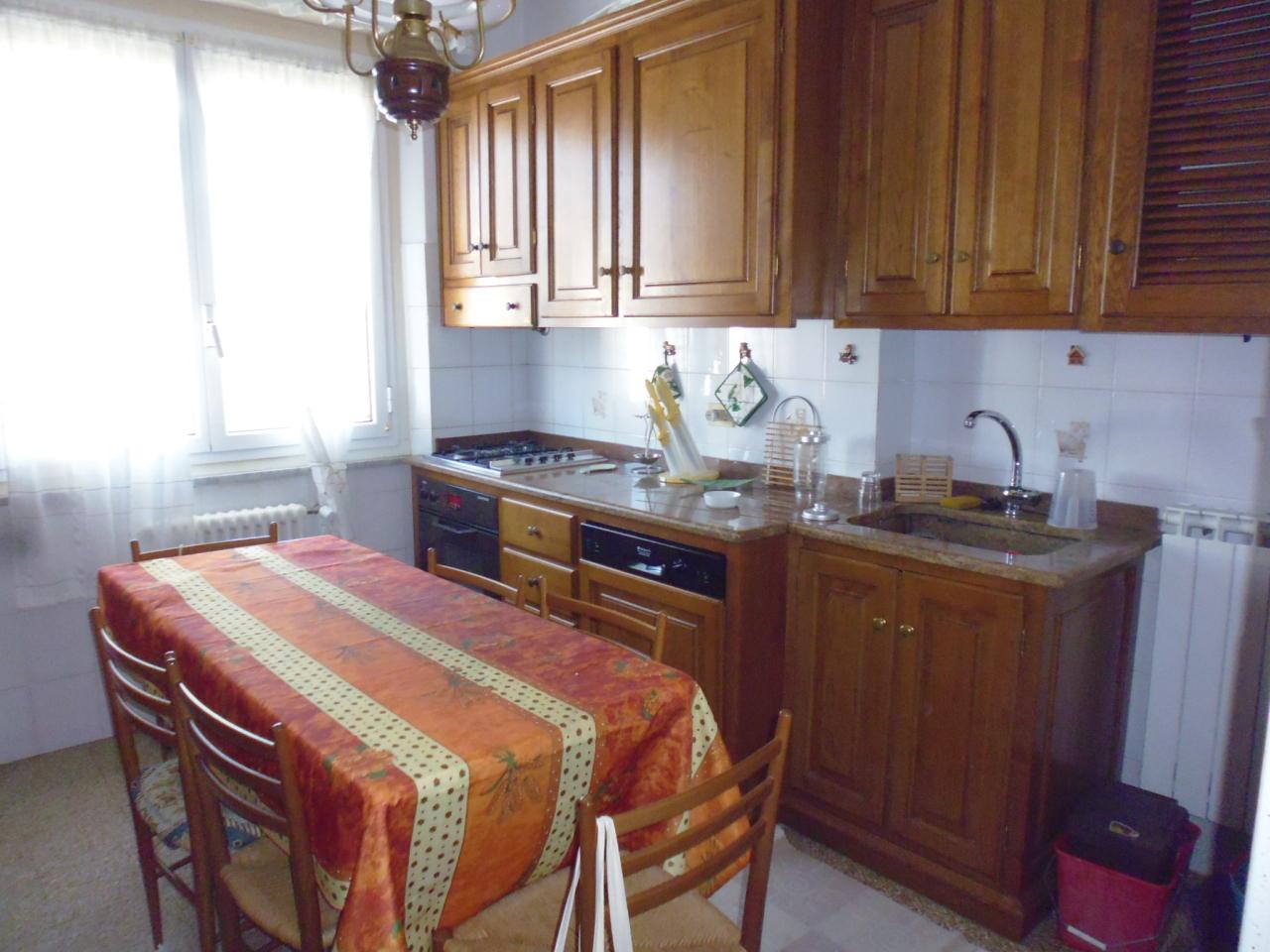 Appartamento in affitto a Sestri Levante, 6 locali, prezzo € 750 | Cambio Casa.it