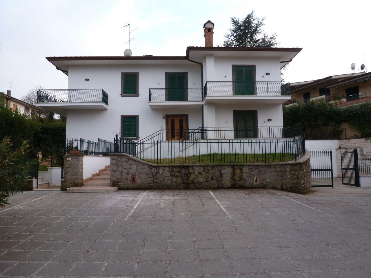 Appartamento in vendita a Grottaferrata, 5 locali, prezzo € 250.000 | Cambio Casa.it