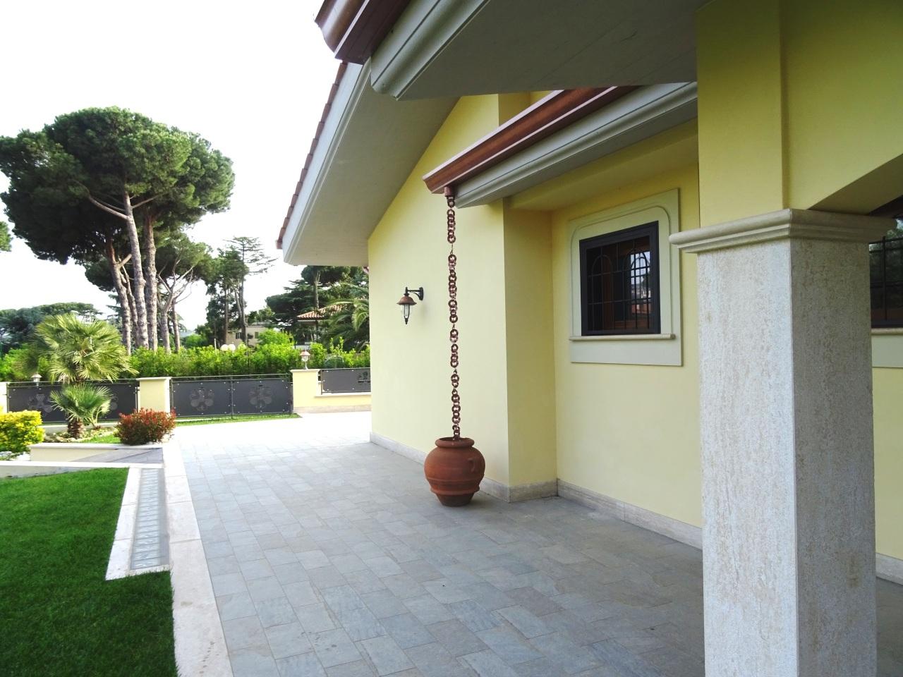 Soluzione Indipendente in vendita a Grottaferrata, 8 locali, prezzo € 790.000 | Cambio Casa.it