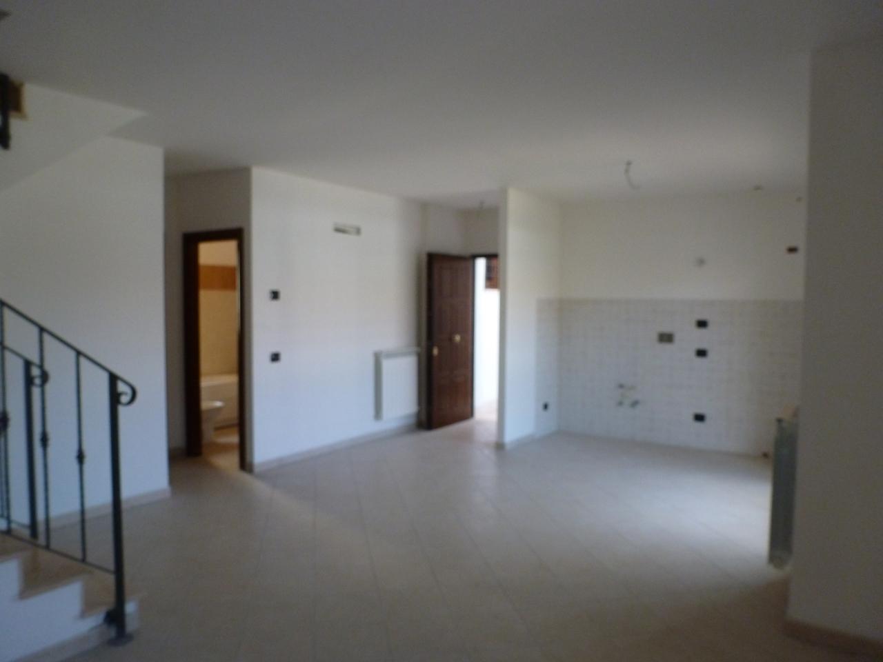 Appartamento in vendita a Rocca di Papa, 6 locali, prezzo € 239.000 | Cambio Casa.it