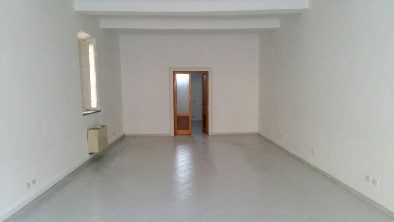 Capannone in affitto a Lucca, 1 locali, prezzo € 1.250 | Cambio Casa.it