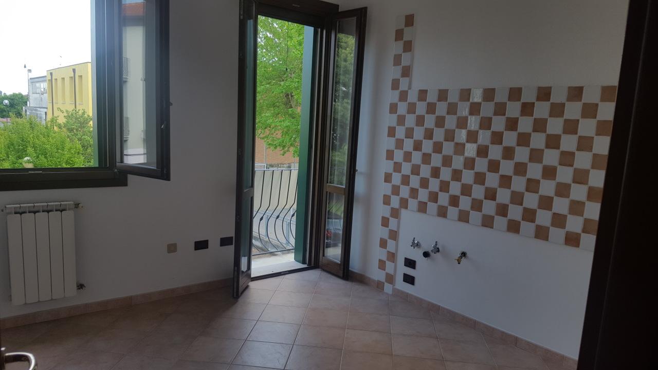 Appartamento in vendita a Pontecchio Polesine, 5 locali, prezzo € 98.000 | CambioCasa.it