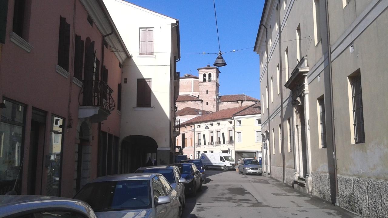 Negozio / Locale in affitto a Rovigo, 2 locali, prezzo € 450 | CambioCasa.it