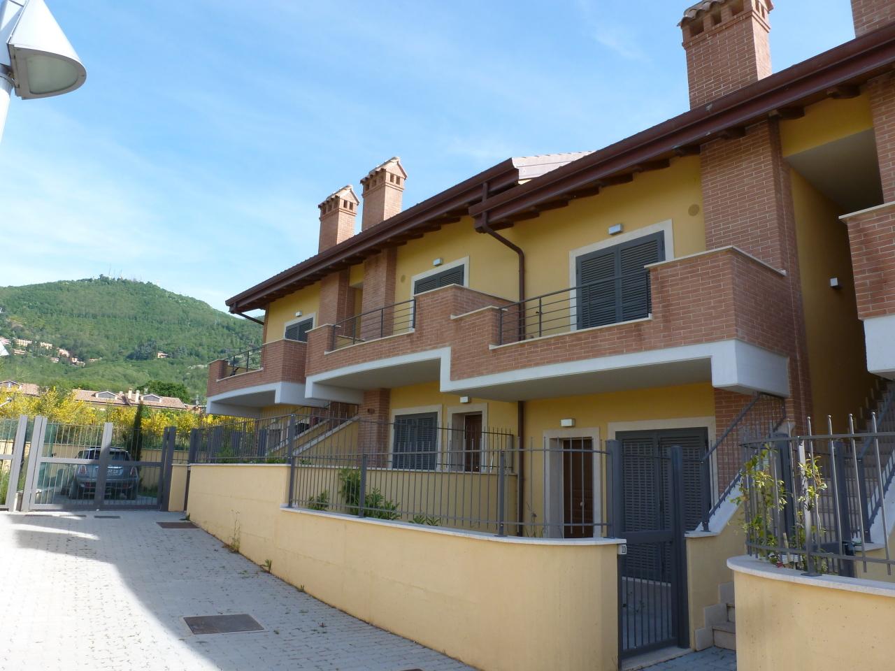 Appartamento in vendita a Rocca di Papa, 5 locali, prezzo € 149.999 | Cambio Casa.it