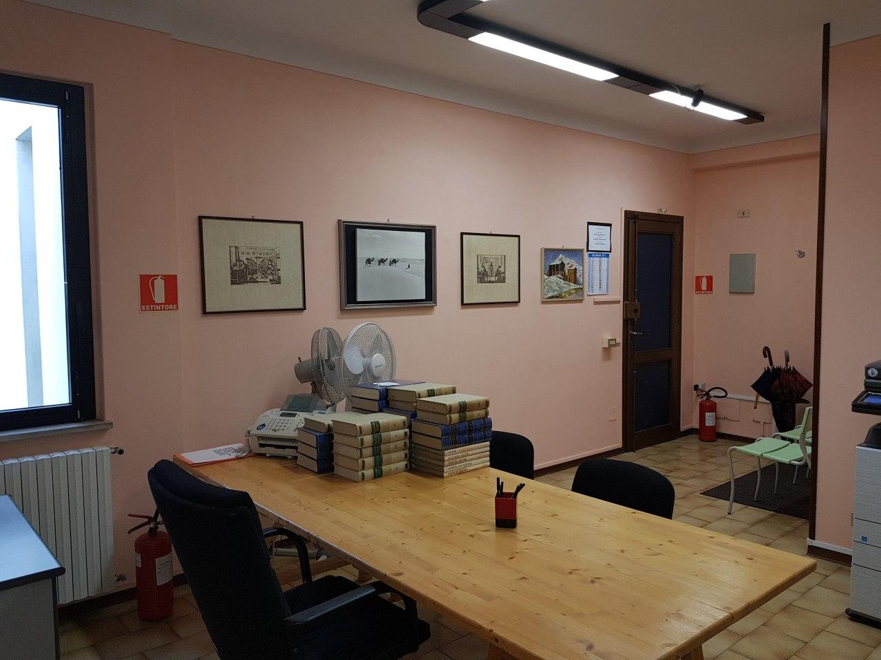 Ufficio studio lucca affitto 240 20 mq riscaldamento for Affitto studio eur