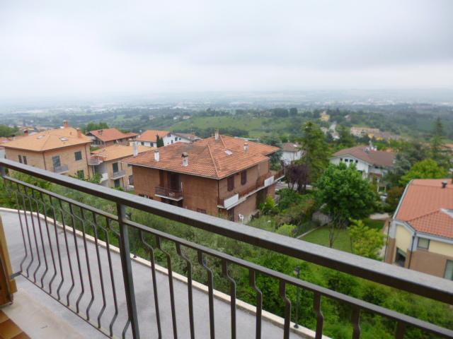 Appartamento in vendita a Monsano, 5 locali, prezzo € 210.000 | Cambio Casa.it