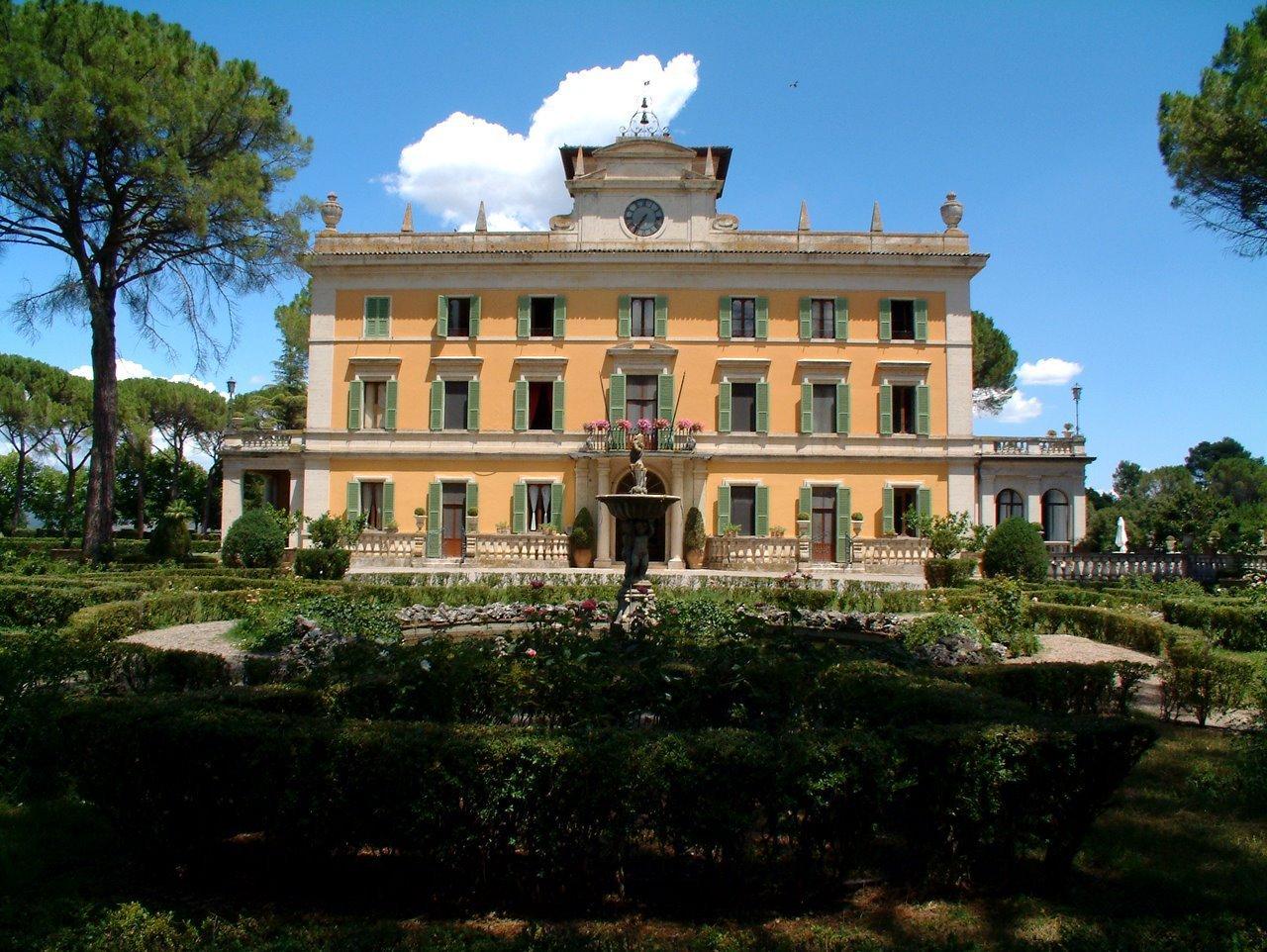 Villa in vendita a Perugia, 28 locali, prezzo € 9.000.000 | CambioCasa.it