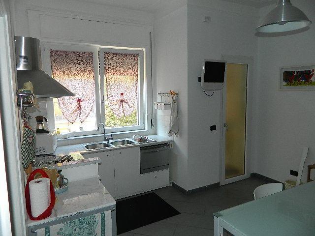 vendita appartamento ameglia   220000 euro  5 locali  100 mq